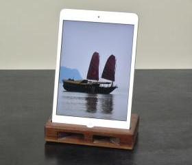 iPad Mini Dock in Walnut